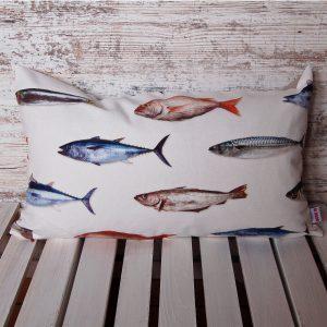 Flauschige Fische, Kissen, Seegras, Kapok