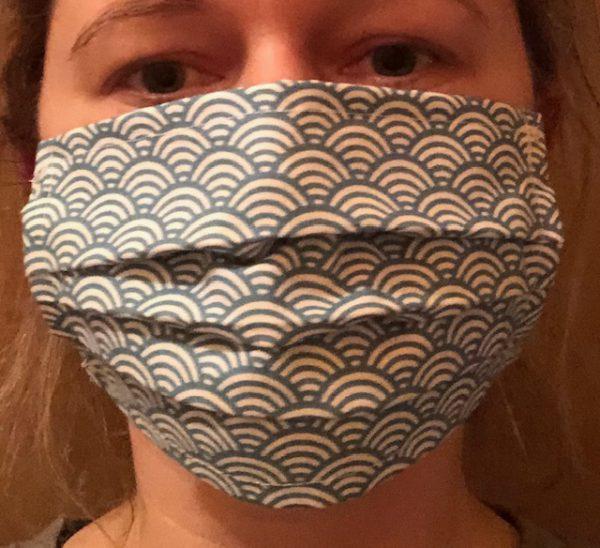 Gesichtsmaske mit Falten